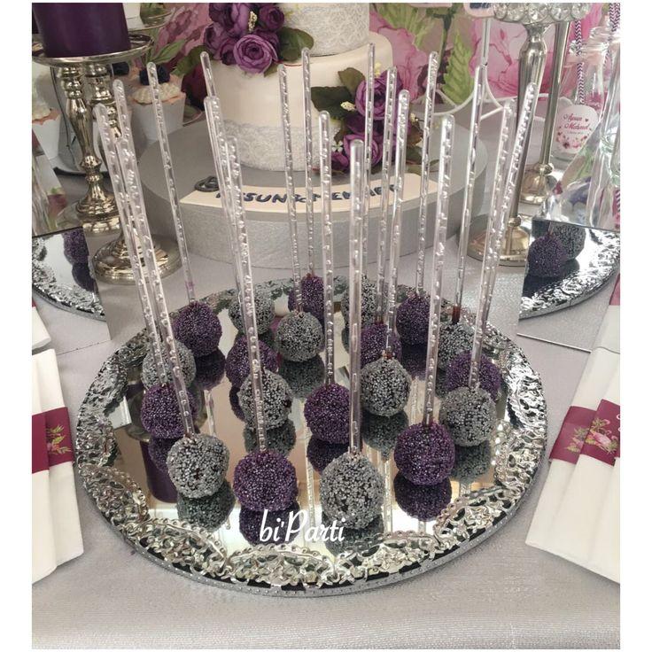 Cakepops. Cakepop. Popcake. Popcakes. Purple party idea. Purple party. Engagement party ideas. Purple cakepops.