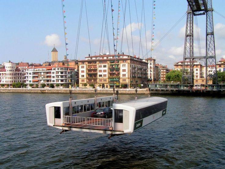 Puente colgante de Portugalete, en la ría de Bilbao (Vizcaya/Bizkaia) de michel lagarde