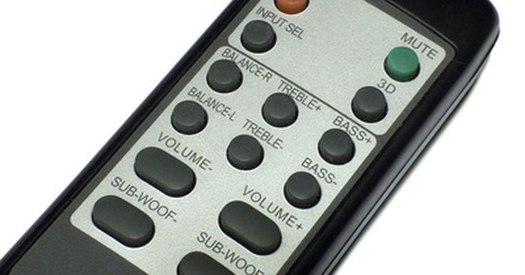 Como configurar um controle remoto Onkyo RC-515M. A empresa Onkyo fabrica vários tipos diferentes de aparelhos de som e DVD, como receptores audiovisuais, e o controle remoto RC-515M oferece total domínio sobre os dispositivos conectados a um sistema de home theater, como reprodutores de DVD, caixas de cabos e equipamentos de som surround, sendo fácil programá-lo para que opere com a maioria dos ...