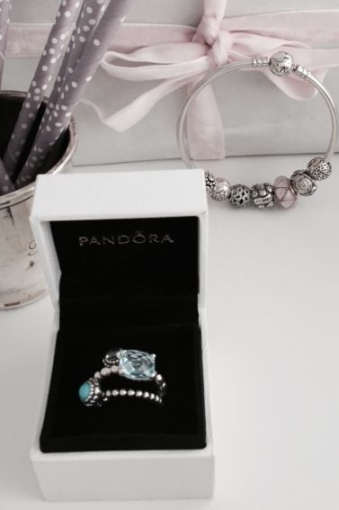 Combine different blue hues for a cool ring style. #PANDORA #PANDORAring