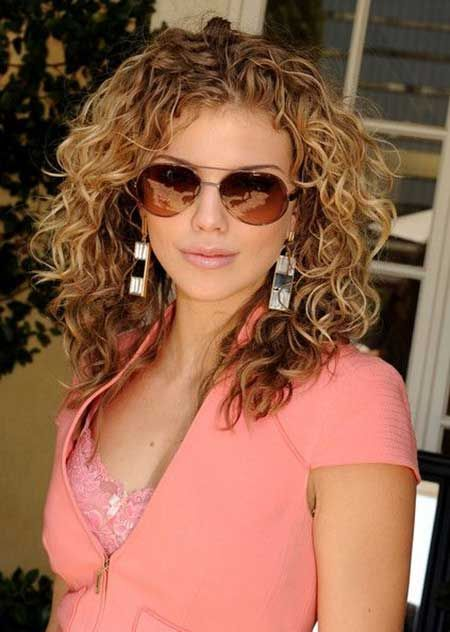 Casual Curly Hairstyles With Brown Hair Color For Women From AnnaLynne McCord