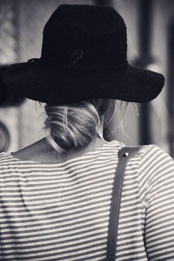 くるくるっと無造作にまとめたおだんこヘア。 何気ないようで、帽子とのバランスに気を使っています。