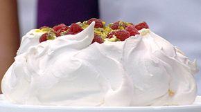 Donna Hay's Pavlova - crunchy on the outside, soft & marshmallowy on the inside