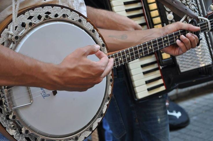 Country For Syria/Konser Tarih: 26 Şubat Cuma 21:00 Bilet: CreAtolye Gişe 20 TL  CreAtolye 26 Şubat gecesi Amerikan country klasiklerini Ortadoğu ezgileriyle harmanlayan Country For Syrianın konserine ev sahipliği yapıyor.  @countryforsyria  Grup Suriyeli Amerikan ve Türk müzisyenlerden oluşuyor. Amerikan Country müziğinin çıkış noktası olan iç savaş bugün Suriyeyi vurarken proje bu amaçla ortaya çıkıyor.  Suriye halk ezgileri ve Country müzikte ortak olan avarelik memleket özlemi eskiye…