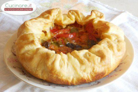 Torta salata con Peperoni, Mozzarella, Olive piccanti e Origano
