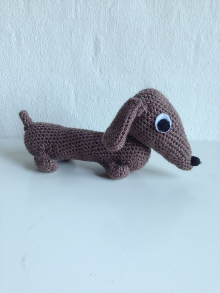 My 5th crochet project. A little dachshund. ~~~~~~~ Mit 5. hækle project. En lille gravhund.