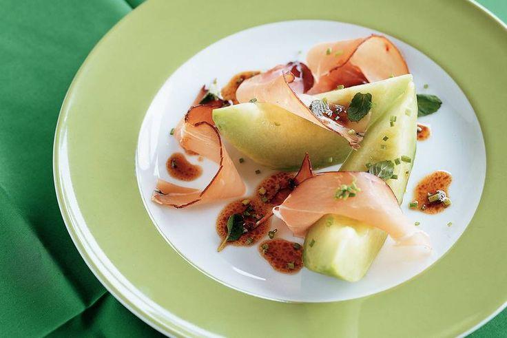 Meloen met kruidendressing en ham - Recept - Allerhande