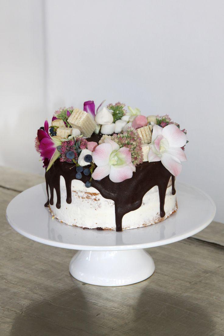 Naked cake collection | Buttercream and wild flower cake | www.marangona.hu