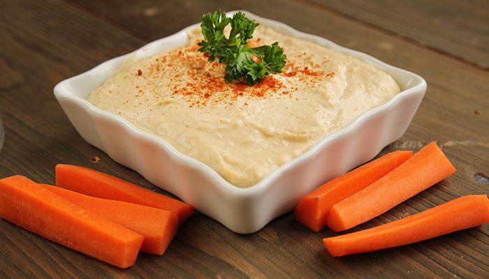 Sigue esta sencilla receta y prepara un delicioso hummus casero para acompañar tus comidas.