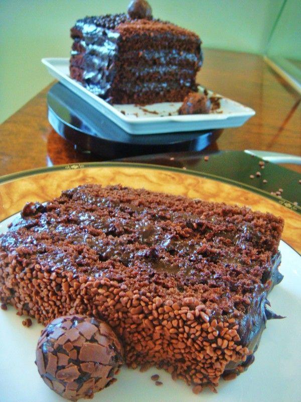 » Bolo de chocolate com Coca-cola e recheio de brigadeiro