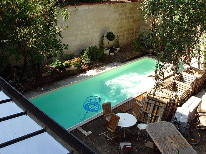 Vue de piscine la piscine pinterest Atmosphere agreable piscine jardin