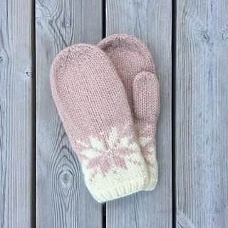 Traditional mitten in modern style. Bulky yarn and felted.