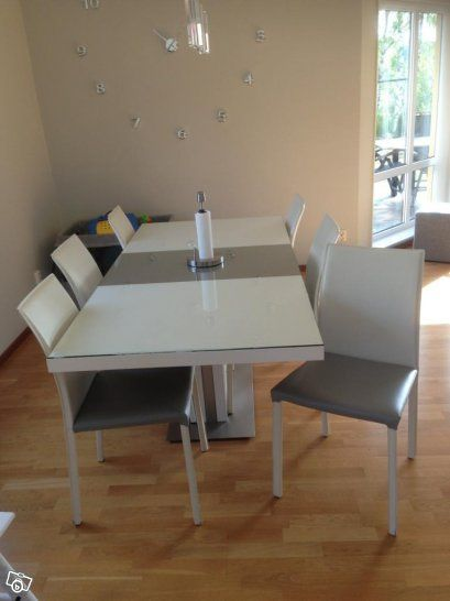 Boconcept expanding dining table zarra chairs futuna for Boconcept dining table