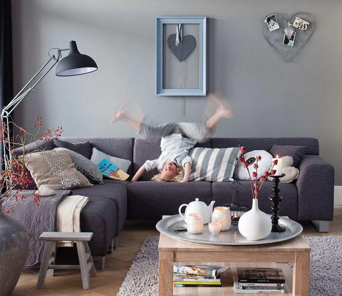 17 beste idee n over grijze banken op pinterest lounge decor familie kamer decoreren en - Grijze en zwarte kamer ...