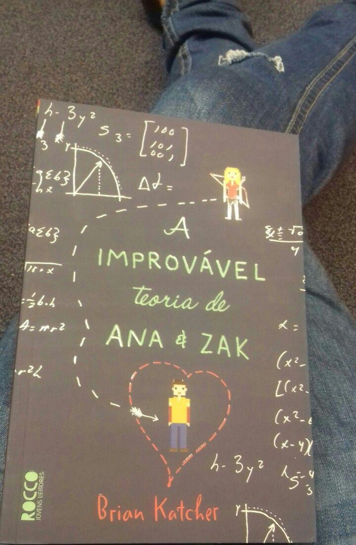 A improvável teoria de Ana e Zak é um romance divertido e cheio de reviravoltas sobre dois adolescentes se descobrindo numa convenção sci-fi.