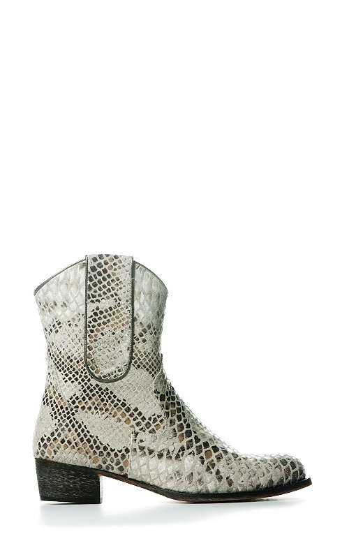 Boot Short Flat Snake Light by Colette Sol