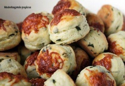 http://www.nosalty.hu/recept/medvehagymas-pogacsa-emoke-konyhajabol