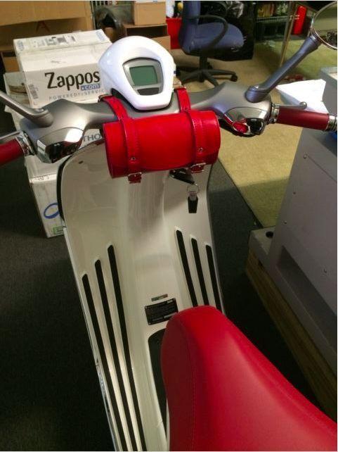 Leder Lenkertasche Werkzeugtasche TopCase Vespa Sprint Primavera 946 PX LX GTS