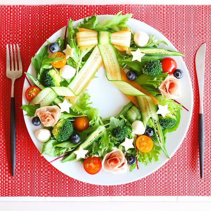 リースサラダ✨ ・ 忙しくてちゃんとご飯作れてなかったので、サラダを豪華に盛るだけ盛って許してもらおうなか😆💦 と言う訳で、豪華に飾ったサラダだけ写真撮りました😅 ・ #リースサラダ#サラダリース#サラダ #おうちカフェ#おうちごはん #朝ベジ #デリスタグラマー#暮らし #leasesalad#salad #cooking#cookingram#kurashiru #locari#locari_kitchen#breakfast #lunch#lin_stagrammer#w7food #w7style#instafood#instapic#instagram
