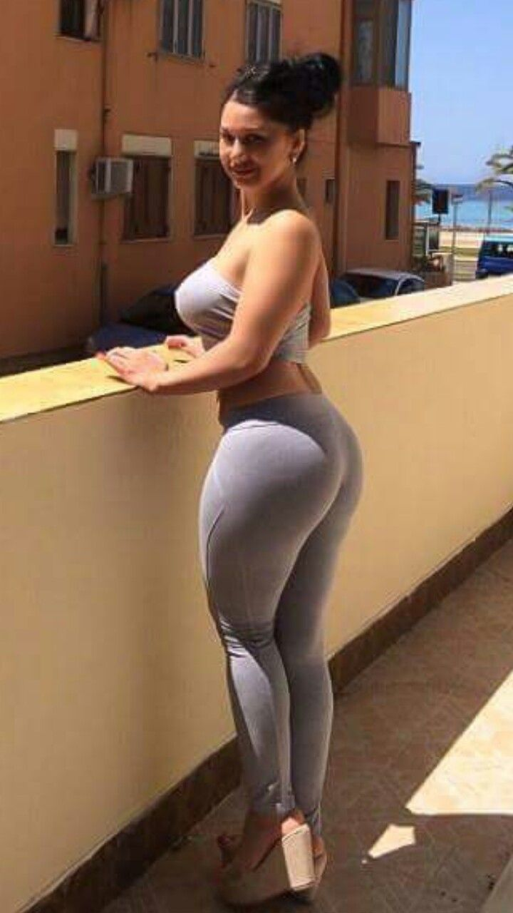 babes-get-humped-in-yoga-pants