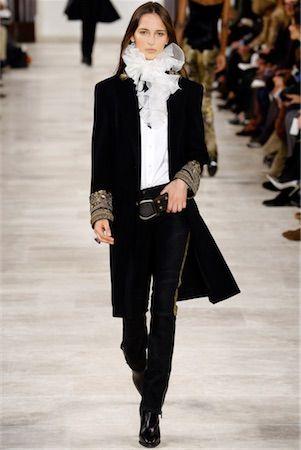ラルフローレン 中世の貴族風ブラウスは、毅然としたオーラで纏って。