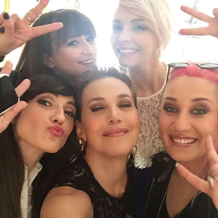 #BarbaraDUrso Barbara D'Urso: Oggi sono stata molto orgogliosa di ospitare queste 4 ragazze di grande talento e di grande intelligenza che hanno dedicato un bellissimo brano all'amore universale.... L'Amore è solo uno ed è giunta l'ora che ci sia uguaglianza di diritti.... Grazie a Simonetta, Verdiana, Greta e Roberta! ❤️ #lamoremerita #loveislove #grazie #talento #Pomeriggio5 #Amici #simonettaspiri #verdianazangaro #gretamanuzi #robe