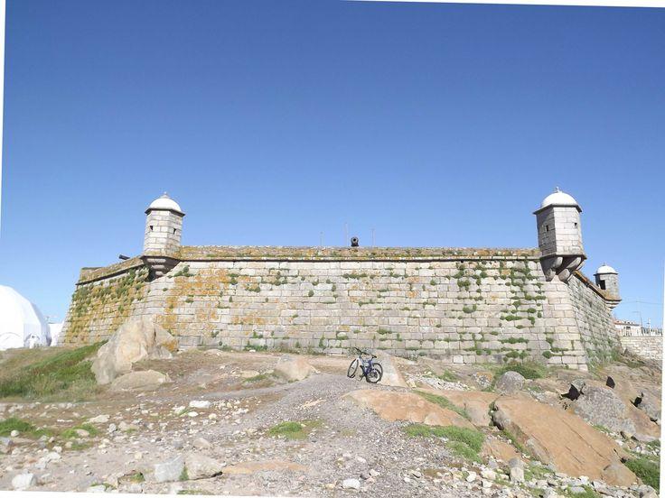 O Forte de São Francisco Xavier, mais conhecido por Castelo do Queijo por assentar em rochas grandes e redondas, similares a um queijo e visíveis na maré vaza, foi mandado construir em 1643, por D. João IV, rei de Portugal à data