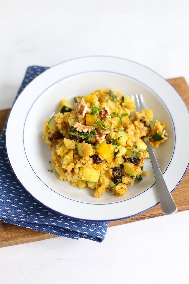 Op zoek naar een lekker, simpel en snel recept? Wat dacht je van Marokkaanse couscous met courgette. Super lekker en simpel !