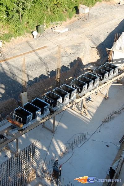 21/22 | Photo du Roller Coaster Mammut situé à Tripsdrill (Allemagne). Plus d'information sur notre site http://www.e-coasters.com !! Tous les meilleurs Parcs d'Attractions sur un seul site web !! Découvrez également notre vidéo embarquée à cette adresse : http://youtu.be/i8S4p9Z_JM8