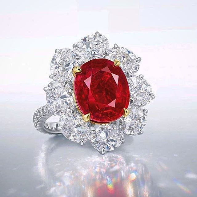 blood diamond key ideas Blood diamond 1 the directoredward zwickborn in 1952 in chicago, zwick is a  well known directorfor his heroic movies such as 'glory.