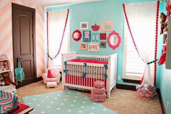Dormitorio de bebé turquesa rosa