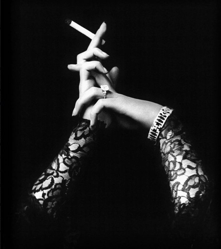 Photo by Alfred Cheney Johnston - Woman hands, 1920's.