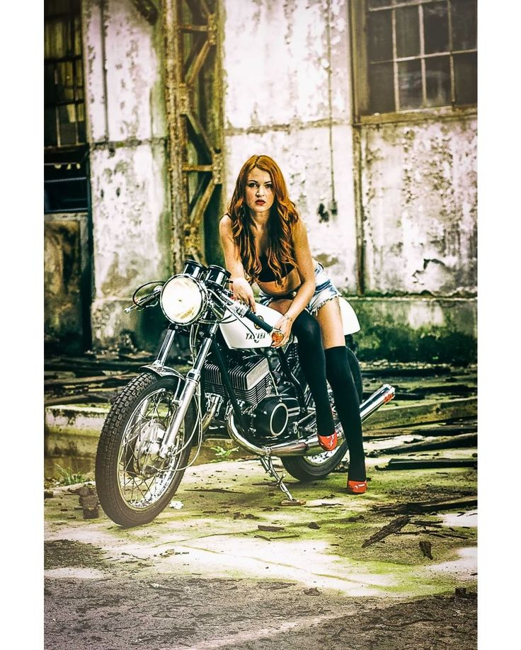 Yamaha DS7 Cafe Racer - Two Stroke #motorcyclesgirls #chicasmoteras   caferacerpasion.com
