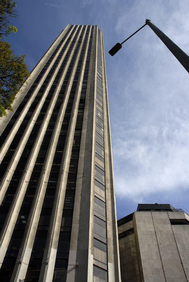 """""""#Bogotá repunta como la quinta ciudad más atractiva para invertir de las 48 principales ciudades de América Latina"""" http://ow.ly/r0MJc"""