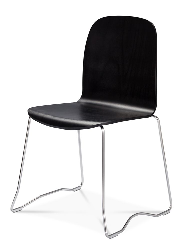 Boston Conference. The designer duo mencke&vagnby have developed a unique stackable sledge frame for the Boston chair. The organic shape of the frame hides the feature that the chairs can easily and elegantly be linked without the need of accessories #danerka #designerfurniture #danishdesign    Design by Erik Jørgensen 2014, mencke&vagnby