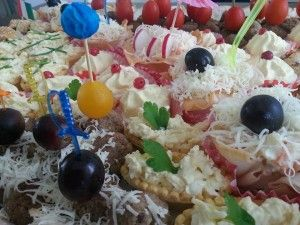 Platou aperitive diverse si masline