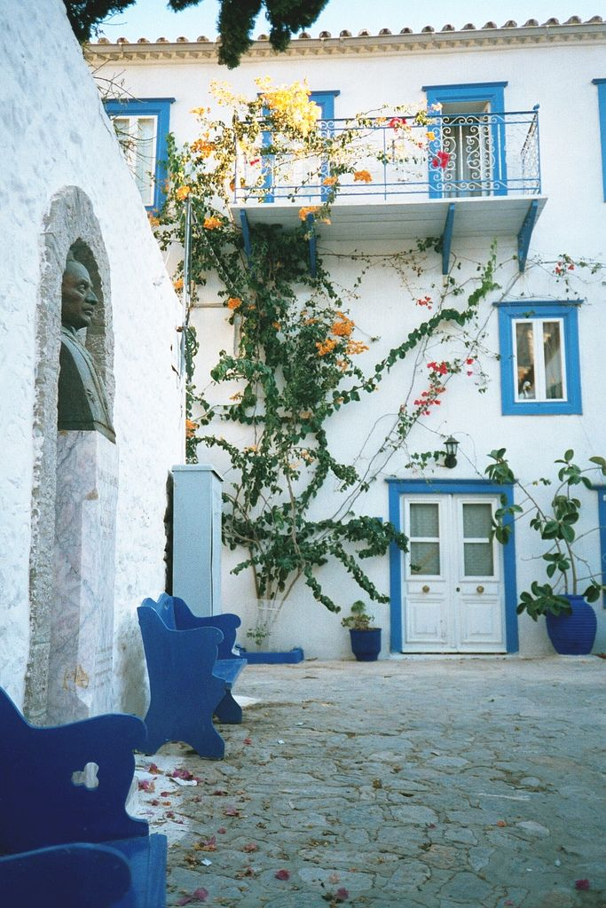 Traditional architecture towns in Greece #2: Hydra - SkyscraperCity