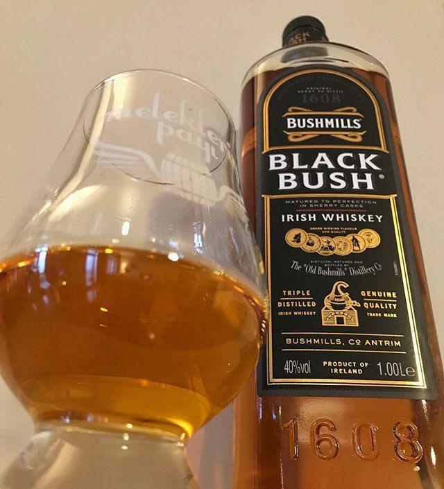 Bu ara non-stop @netflixturkiye Peaky Blinders izlediğim için yeni şişe açarken elim direk Bushmills'e gitti  #bingewatching @netflix Peaky Blinders so it's only natural that my next bottle is a Black Bush @bushmillsusa @peakyblindersofficial