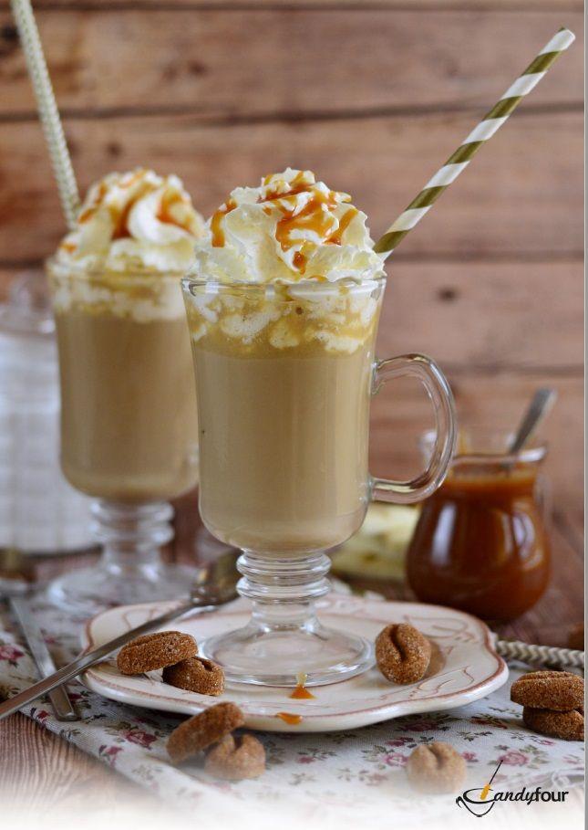 Fehér csokoládés frapuccino sós karamellel, Figurina kávébab formájú cukorral.  A receptet a kifoztuk.hu oldalán találjátok.http://www.kifoztuk.hu/receptek/alkoholos-alkoholmentes-italok/item/feher-csokolades-frapucsino-sos-karamellel-recept