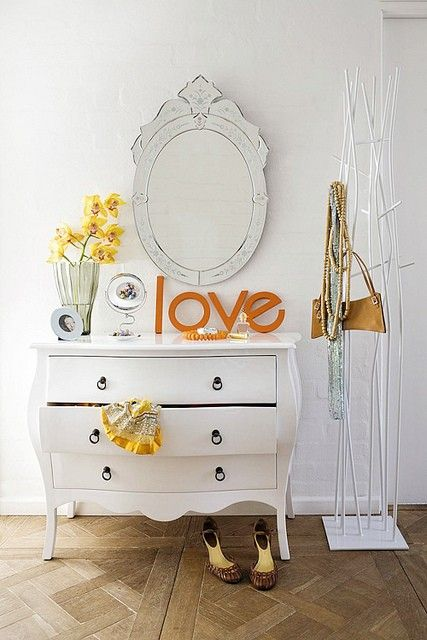 dresser: Mirror, White Dressers, Idea, Coats Racks, Vintage Dressers, Colors, Bedrooms, Guest Rooms, Chest Of Drawers