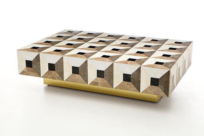 Table basse en marqueterie de marbres et socle en laiton (Rue Monsieur Paris)