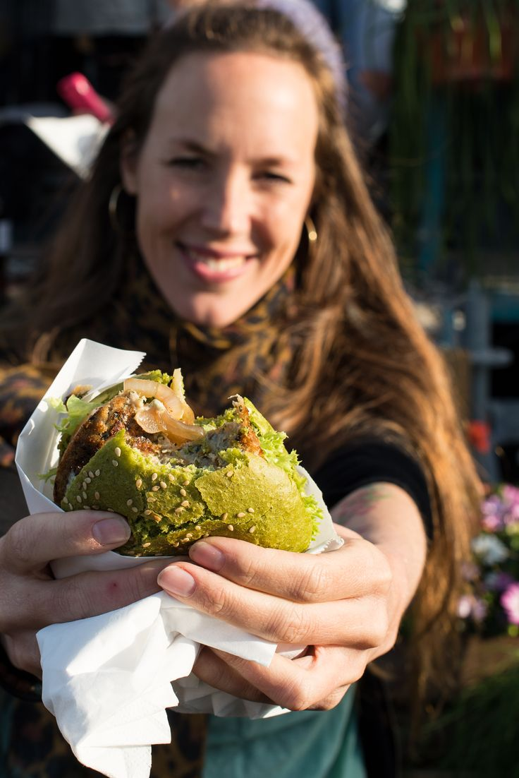 #lisettekreischer with The Dutch Weed Burger.  #dutchweedburger #thedutchweedburger #vegan #veganhamburger #veganburger #seaweed #weed #plantpower