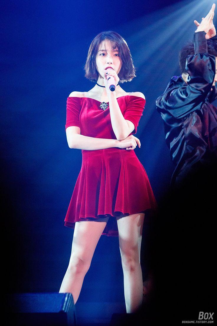 9 fotos de la falda corta atractiva asombroso de IU - Koreaboo