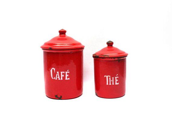 Pots rouges émaillés . Métal émaillé rouge . Thé et Café . France . Vintage Années 40