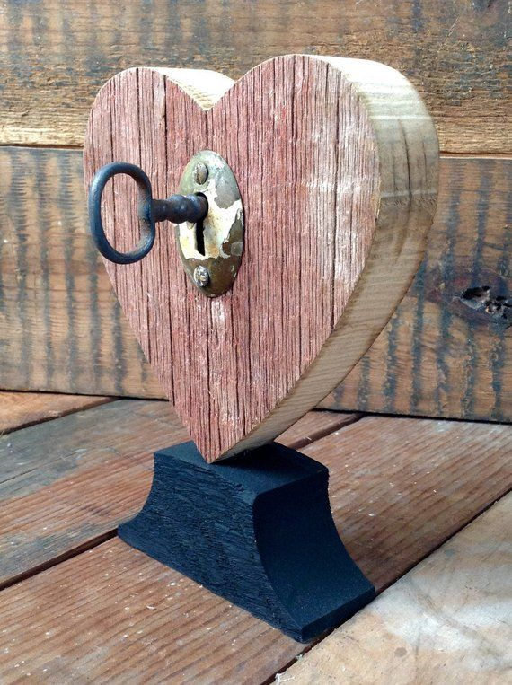 Rustic heart red with old wooden key house