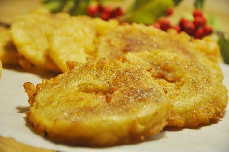 Æbleskiver med skiver af æble