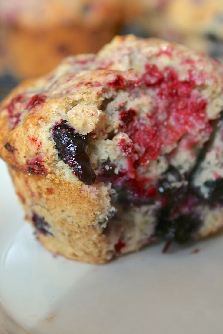 Oregon Transplant: Bakery-Style Mixed Berry Muffins
