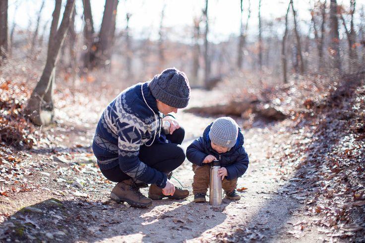 Pierwszy dzien w Nowym Roku trzeba przywitac, ale co tu robic jak za oknem mrozno, wietrznie, ale slonecznie? Pomogl nam termos pelen cieplej herbaty, cieple skarpetki, czapaki na glowach i skrylismy sie na spacerze w lesie. Perfekcyjna recepta na zmeczenie dziecka przed popoludniowa dluuuga drzemka:)
