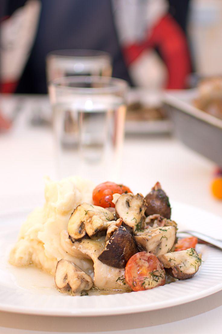 Torsk med bacon, svamp och tomat