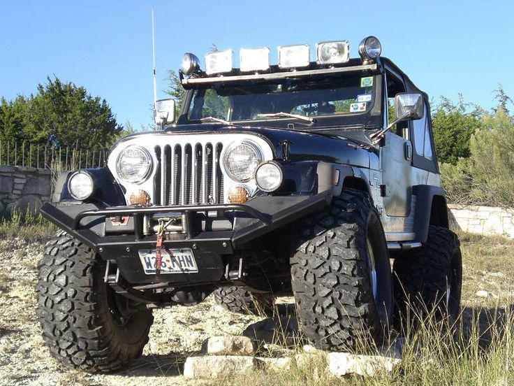 Beautiful Jeep CJ-7 tricked out for offroading